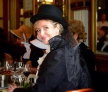 Christine Fumeau est passionnée d'histoire et de reconstitutions historiques. Ici, en tenue du 19e siècle - DR : EvaZion