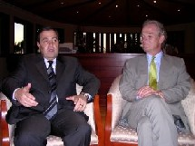 Hassan Ahdab (à gauche) et Robert Riley. Photo: NA