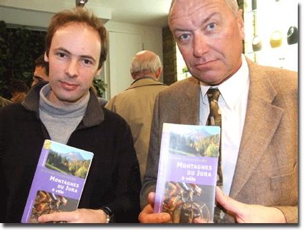 Axel Vicq, responsable éditorial chez Dakota Editions, aux côtés de Michel Cothenet, commissaire à l'Aménagement du Massif du Jura