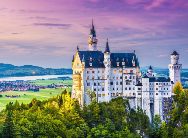 Le Château de Neuschwanstein en Allemagne près de Füssen dans l'Allgäu - Depositphotos.fr sepavone