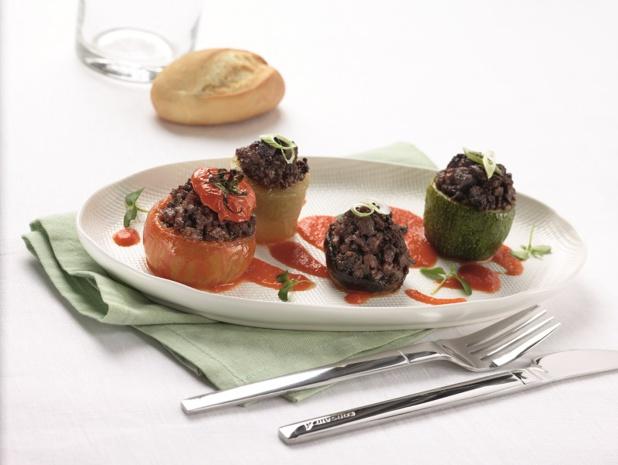 Pour le repas, encore un moment de qualité : nappe en tissu, menu élaboré et vins de grands crus, pour ce vol, qualifié par Corsair de Bistronomique - DR