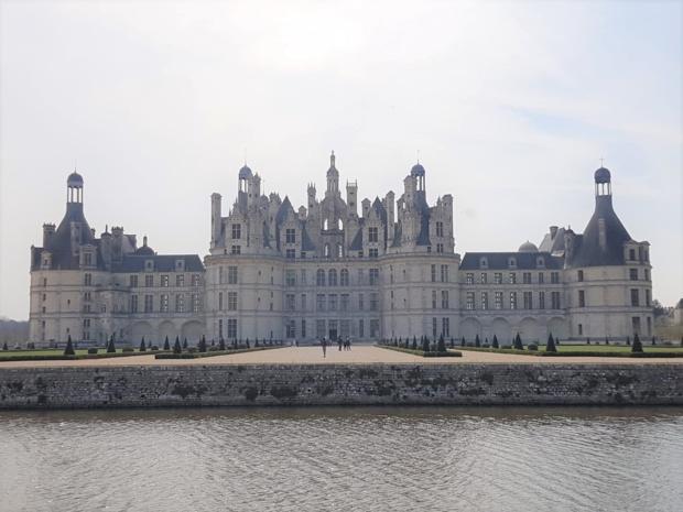 Le château de Chambord est l'emblème de la Renaissance française à travers le monde.   Dans le cadre de son 500e anniversaire, le Domaine national propose l'exposition la plus importante de son histoire sur un sujet inédit : Chambord au passé et au futur - DR : A.B.