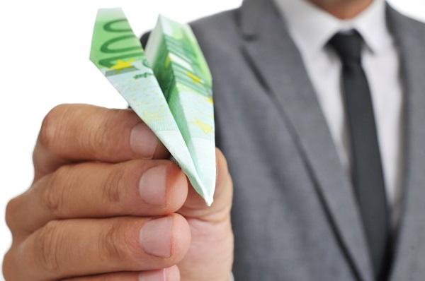 Les riches passagers paieront, ils ne s'en apercevront même pas. En revanche, tous les modestes vont alimenter les autres compagnies étrangères qui vont profiter de l'aubaine - DR: Depositphotos @nito103