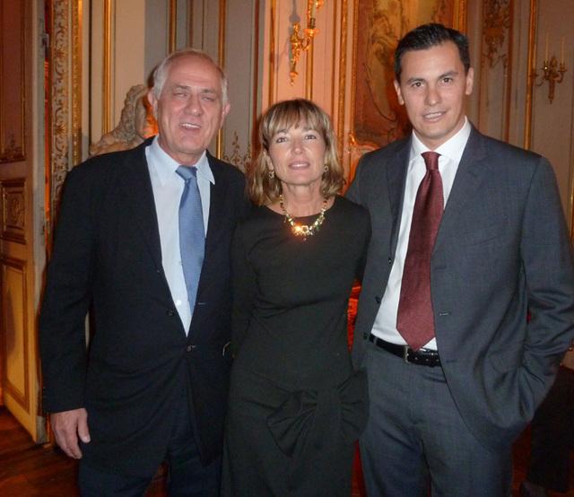 De g. à d. Antonio d'Apote président de Donatelle, Christine Giraud directeur des ventes Avis Agences de Voyages et Lorenzo Donato directeur pour la France et le Benelux de la compagnie Alitalia.