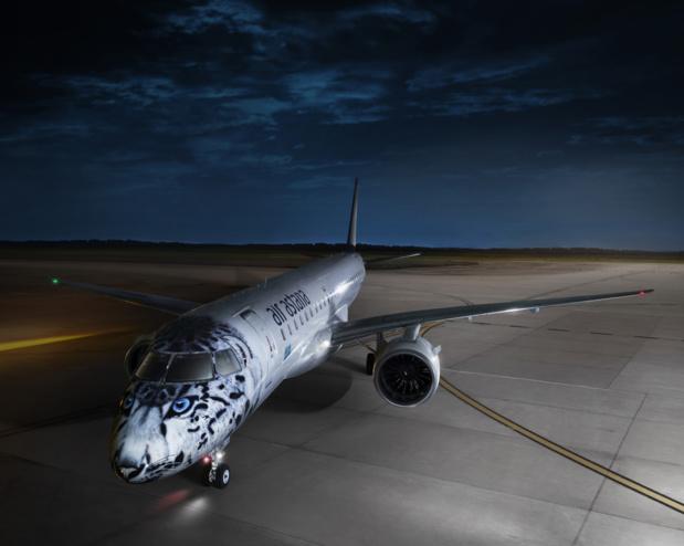 """Un Embraer E190 d'Air Astana, reçu en mars 2019 dans une livrée spéciale """"léopard des neiges"""" © Air Astana"""