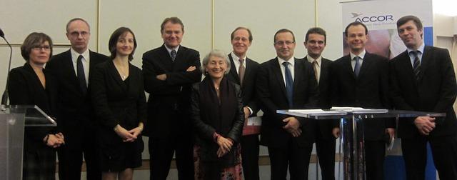 L'équipe d'Accor entourée de celle de l'Institut Paul Bocuse et de l'IAE Savoie Mont-Blanc - DR : LAC