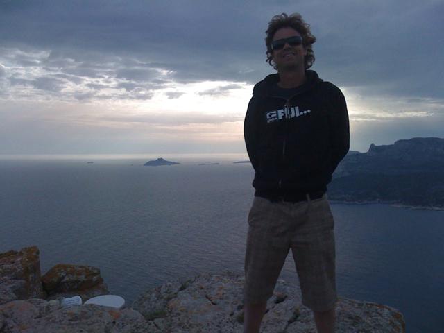 Pour Jean-Christophe Leborgne, la pratique est quasiment indispensable pour bien vendre des séjours sportifs de surf. - Photo DR
