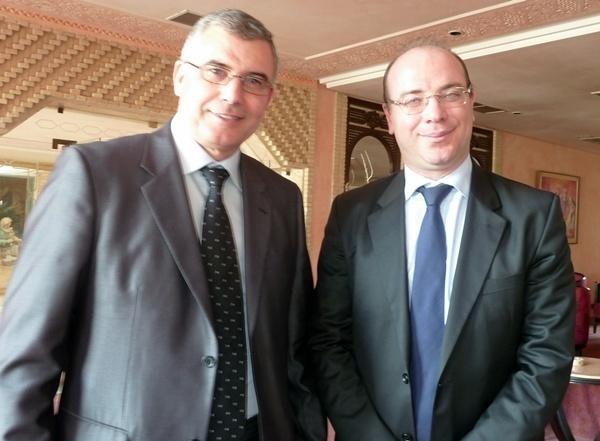 A droite Elyes Fakhfakh, nouveau ministre du tourisme de Tunisie en déplacement dans le sud tunisien. Ici, au Palm Beach Hotel de Tozeur avec le Gouverneur de la région à l'issue d'une réunion avec les professionnels du tourisme./photo M.S.