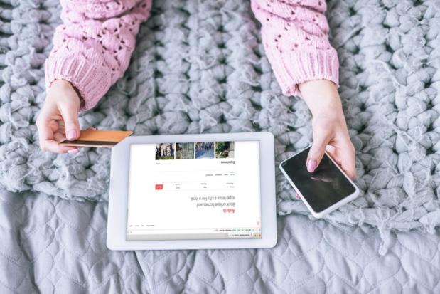 Depuis le 1er janvier, Airbnb se doit de collecter la taxe de séjour, mais son comportement est-il conforme à la loi ? - Crédit photo : Depositphotos @VitalikRadko