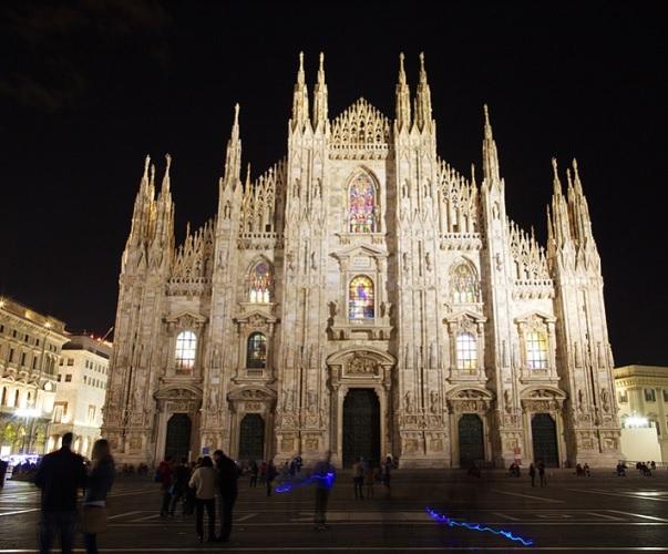 La cathédrale de la Nativité-de-la-Sainte-Vierge de Milan est située sur la piazza del Duomo, à Milan - DR