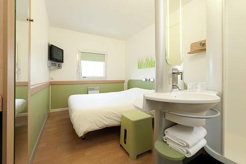 A seulement 5km de Grenoble, l'hôtel comporte 83 chambres - DR