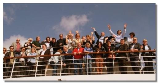 Une photo de groupe est téléchargeable en haute définition en bas de page