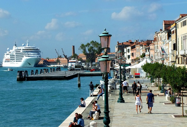 Exemple européen pas excellence du sur-tourisme, Venise cherche comme elle peut de l'aire - Crédit photo  : Edmund Hochmuth de Pixabay