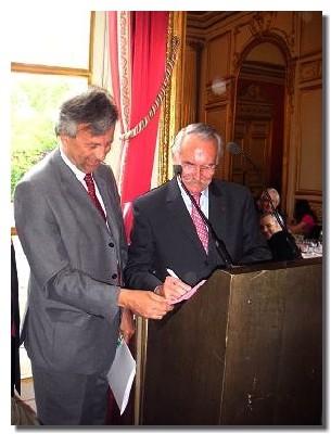 Olivier Motte, président de la banque HSBC/De Baecque Beau et Bernard Didelot président de l'APS consolident leur partenariat