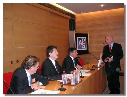 De gauche à droite Jean-Michel Couve, député du Var, Frédéric Pierret, directeur du tourisme, Pierre Hérisson, député de Haute Savoie et Pierre Amalou animateur des tables rondes