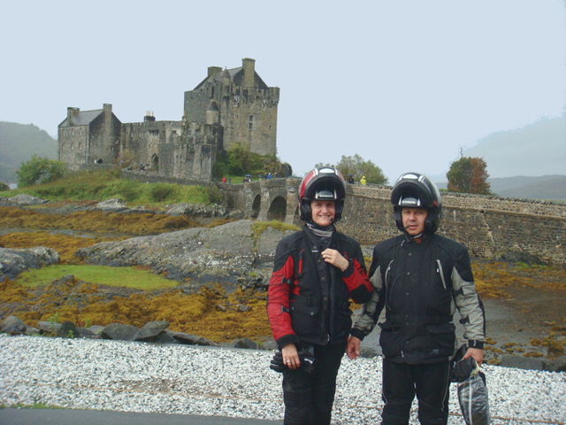 Pierre Moraël, le pilote et Chantal Moraël, la passagère sont les deux passionnés de moto fondateurs d'Itinéraires Evasion - Photo DR