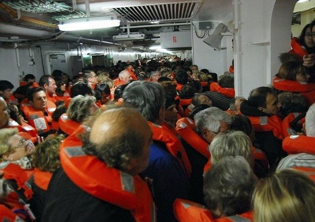 Image prise par un passager espagnol pendant la panique qui a précédé l'embarquement à bord des chaloupes /photo dr