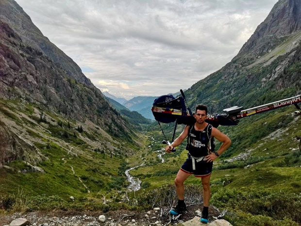 Matthew Disney  l'ex-soldat britannique a décidé de gravir le Mont-Blanc avec son rameur - Crédit photo : compte Facebook de Matthew Disney