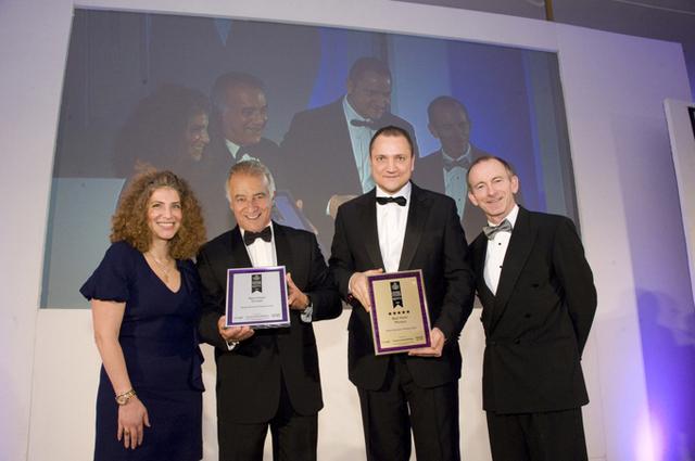 L'équipe dirigeante du Fairmont Monte Carlo a reçu de nombreux prix lors de la cérémonie des International Hotel Awards 2011, à Londres - Photo DR
