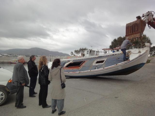 Hier j'avais assisté sans comprendre au démantèlement des bordages d'un charmant bateau de pêche, tout bleu et blanc - Photo DR
