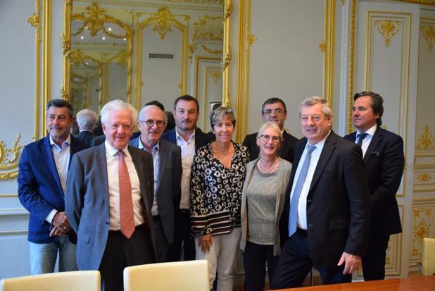 Roland Héguy, président confédéral de l'UMIH et la présidente de France Thalasso Marie Perez Siscar entourés de leurs équipes - DR