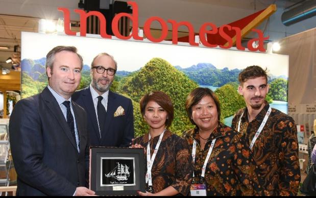 Septembre 2018, Stand Wonderful Indonesia sur le salon IFTM lors de la visite de Jean-Baptiste Lemoyne, Secrétaire d'État auprès du Ministre de l'Europe et des Affaires Étrangères, en présence de Frédéric Lorin, Directeur Tourisme de Reed Expositions France et Eka Moncarré, Directrice de l'Office de Tourisme d'Indonésie en France. - DR IFTM