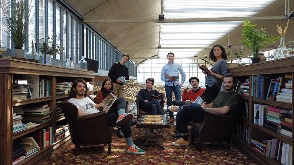 L'équipe de Leeto avec Arthur Reboul assis dans le fauteuil - Crédit photo : Leeto