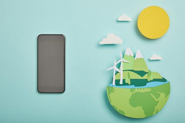 Les pollutions générées par Internet et les écrans ne sont pas compatibles avec le développement durable. La « tech » doit donc devenir vertueuse. En partie dépendant du numérique, l'industrie touristique a-t-elle vraiment un projet qui va dans ce sens ? - DR : DepositPhotos, AntonMatyukha