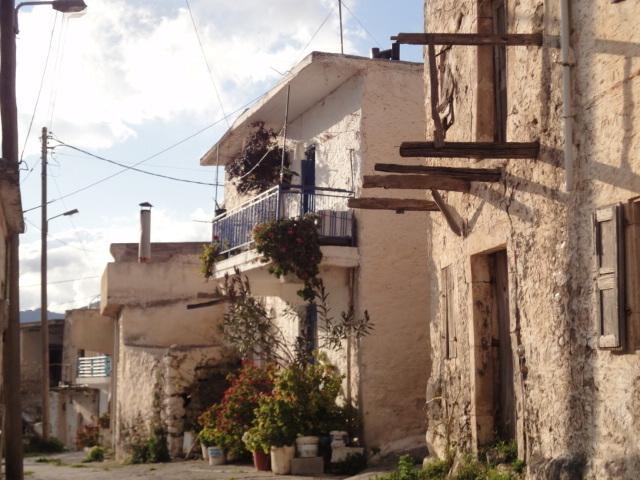A Aghios Stefanos, là-haut, reste une quarantaine de foyers, mais pas moins de sept kafénions - Photo DR