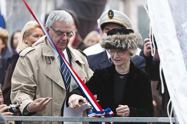 Le Piana a été béni le 31 janvier 2012 à Bastia, devant plus de 600 personnes, par Monseigneur Jean Bonfils. C'est sa marraine, Anne-Charlotte de Lambilly, qui a baptisé le navire en cassant la traditionnelle bouteille de champagne - DR