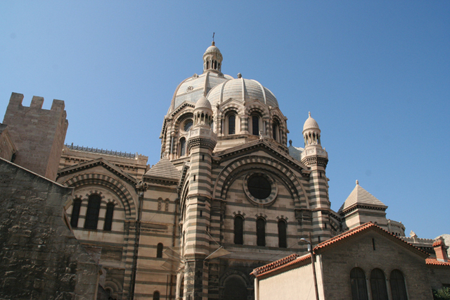 L'an prochain, Marseille Provence 2013 accueillera le MUCEM. A côté, le public trouvera le CEREM, un autre espace moderne dédié à la culture méditerranéenne. Plus loin, c'est la Major, la célèbre cathédrale romano-byzantine - DR