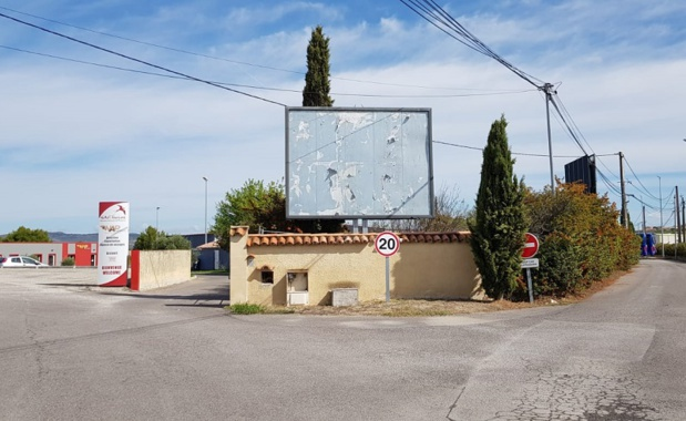 Le dépôt de Nap Tourisme, situé à Lançon-de-Provence, fermera ses portes lundi 30 septembre. Mais les salariés présents sur le site ne recevront la nouvelle par courrier recommandé que lundi ou mardi. Étonnant, non ? - DR : A.B.