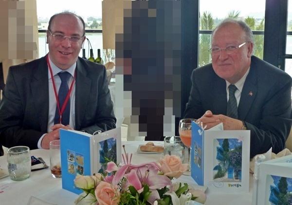 Mustapha Ben Jaafar (à droite) Président de l'Assemblée Nationale Constituante de Tunisie et Elyes Fakhfakh ministre du Tourisme lors d'un déjeuner qui réunissait  le vendredi 2 février 2012 à Tunis professionnels tunisiens et représentants des principaux marchés émetteurs./photo MS