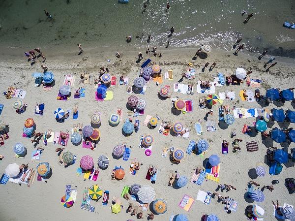 Le surtourisme et l'écologie font partie des critères les plus importants pour les Français au moment de choisir le lieu des vacances - cédit photo : Depositphotos @vverve
