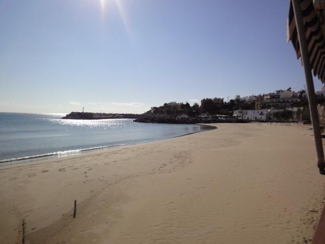 La plage déserte devant mon bungalow - Photo A.P