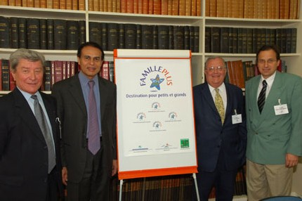 Léon BERTRAND, ministre délégué au Tourisme, a lancé officiellement le mardi 30 mai 2006 le nouveau label FAMILLE PLUS