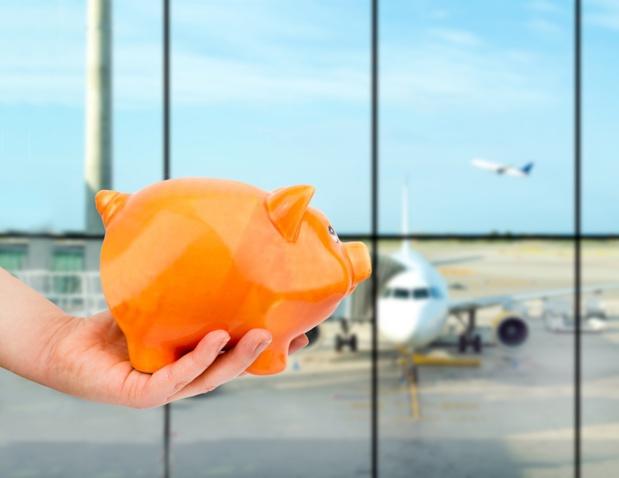 Cette éco-contribution sera progressive, allant de 1,5€ par billet sur un vol intérieur ou intra-européen en classe économique jusqu'à 18€ par billet sur un vol hors UE en classe affaires. - Depositphotos.com cunaplus