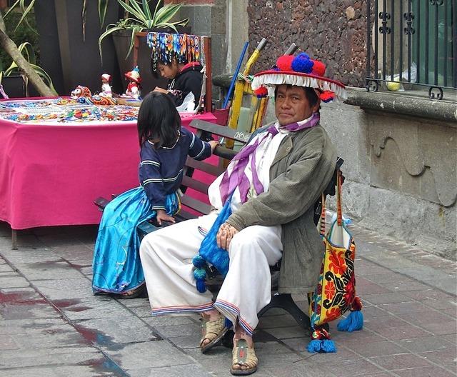 Un vendeur d'artisanat dans le quartier de Tlaquepaque, à côté de Guadalajara. DR-LAC