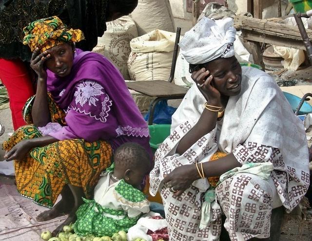 Deux marchandes sur le marché de Dakar /photo JDL