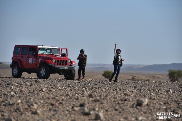 Mourad Majoul et Armelle Medard Lang devant leur véhicule - DR