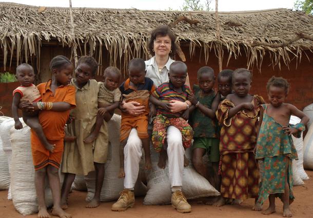 Elle est cultivatrice, hôtelière dans le très haut de gamme, agent de voyages. Elle chasse le buffle. Elle construit des écoles en Afrique et des maisons d'hôtes dans le Loiret. Elle fut vice-présidente de l'APST. Elle en est la trésorière. Alix Philipon est multiple - DR