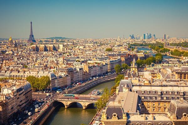 la capitale française enregistre depuis le début de l'exercice un repli de la fréquentation (80,4% en moyenne) hôtelière de 2,7% - crédit photo : Depositphotos @sborisov