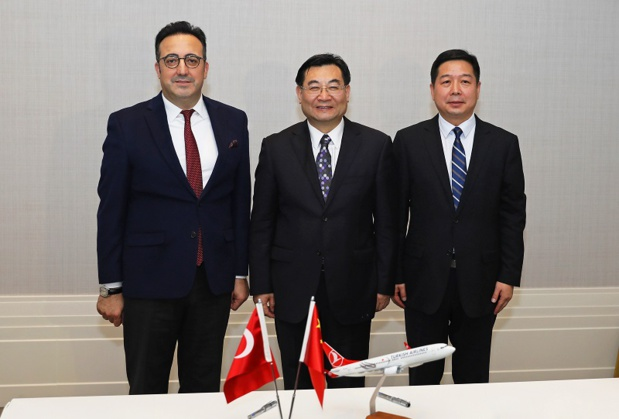 L'accord officialisant le lancement des vols vers Xi'an a été entériné le 5 novembre 2019, par le Président du Conseil d'Administration et du Comité Exécutif de Turkish Airlines, İlker Aycı, et le Gouverneur de la Province du Shaanxi, Hu Heping - DR : Turkish Airlines