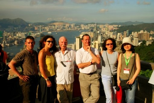 La délégation française conduite par Solange Johnston, dircteur France de l'OT de Hong Kong et Brigitte Griveau, responsable Grands comptes France de Cathay Pacific