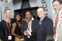Le ministre du tourisme (lunettes) entouré des responsables de South African Tourism