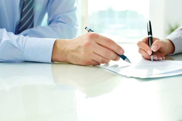 En cas de modification d'un élément essentiel du contrat, le professionnel doit informer le client de la modification proposée, par écrit, de manière claire, compréhensible et apparente en lui indiquant le délai raisonnable pour répondre - DR : DepositPhotos, pressmaster