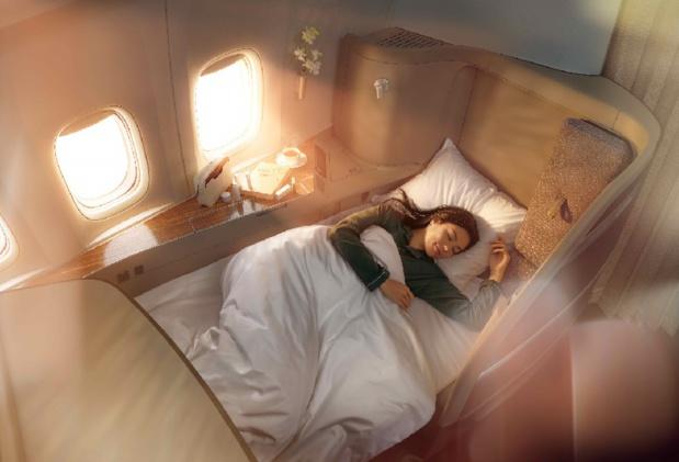 Les voyageurs en Première Classe profiteront d'une literie Bamford avec un matelas et une couette en coton 100% écoresponsable - DR : Cathay Pacific