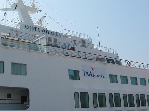 Le Costa Voyager était présent à Marseille, en tête de ligne, pour le départ d'une croisière sur la Méditerranée, lundi 26 mars 2012 - Photo P.C