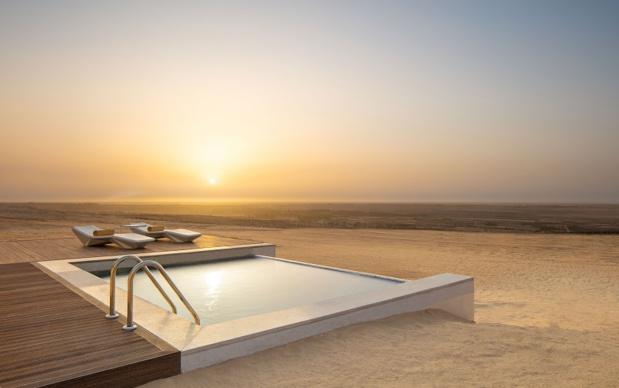 Piscine d'une des villas proposé par le Resort dans le desert à Tozeur en Tunisie - Photo Anantara