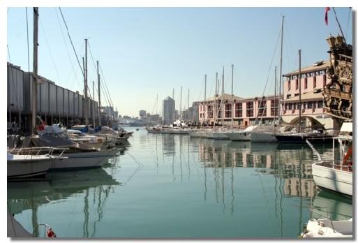 Les densités de population (ici Port de Gênes) sont plus élevées le long du littoral européen et continuent de croître plus rapidement que celles de l'intérieur des terres.